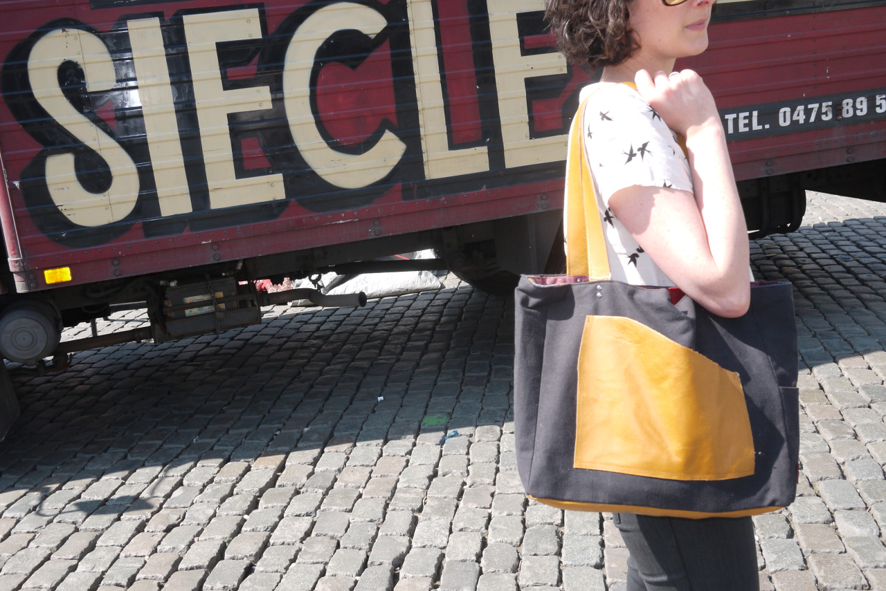 Jeu de Balle Tote bag made from materials found at the market